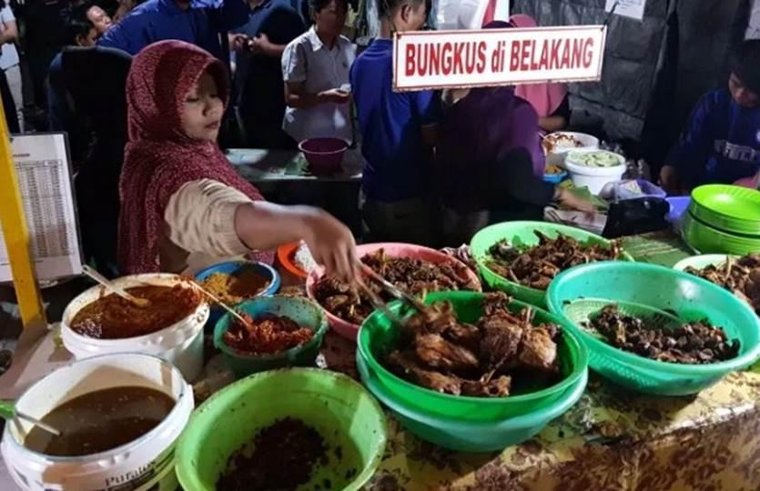 Bebek Tugu Pahlawan Kuliner Surabaya Paling Wajib Kamu Kunjungi