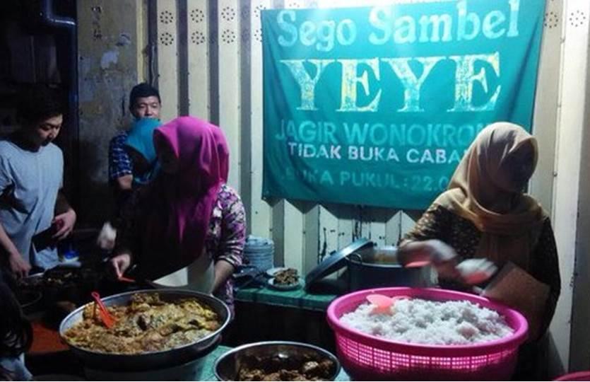 Sego Sambel Mak Yeye Kuliner Surabaya Paling Wajib Kamu Kunjungi